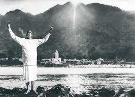 Datei:Swami Sivananda-Ganges.jpg