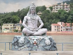 Shiva am Ganges.jpg