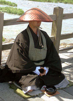 435px-Japanese buddhist monk by Arashiyama cut.jpg
